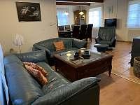 Obývací pokoj - pronájem chalupy Nemojov - Starobucké Debrné