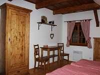 červený pokoj s hambálkou - Horní Lysečiny