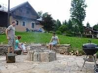 venkovní ohniště s grilem