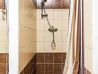 Sprchový kout - chalupa k pronajmutí Strážné