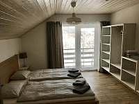 Ložnice č.1 s manželskou postelí - chalupa ubytování Vítkovice