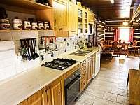 Světnice s jídelnou a kuchyní - chalupa k pronajmutí Rokytnice nad Jizerou