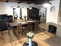 Obývací a jídelní místnost - chalupa ubytování Hertvikovice