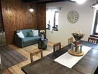 obývací místnost - chalupa k pronajmutí Hertvikovice