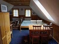 Apartmán - manželská postel.