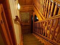 Vstupní schodiště. - pronájem chalupy Mříčná