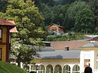 Merlin nad lázeňským domem
