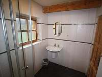 Koupelna přízemí - pronájem chalupy Prkenný Důl