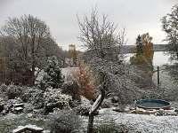 Pohled do zahrady a na kraj - Kocbeře
