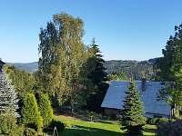 výhled na zahradu - Sklenařice