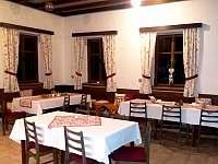 Restaurace - společenská místnost - chalupa k pronajmutí Strážné