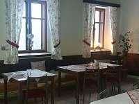 Restaurace - společenská místnost - chalupa k pronájmu Strážné