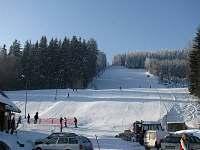 Sjezdovka,umělé zasněžování, večerní lyžování, občerstvení, bar, 5km