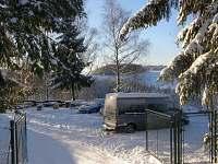 Parkoviště s uzamykatelnou bránou