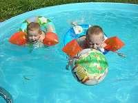 Bazén - chalupa k pronájmu Bernartice