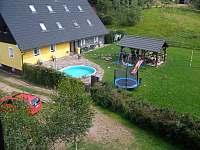 Bazén, pegola, houpačky, trampolína - Bernartice