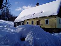 Chalupa v zimně - pronájem Bernartice