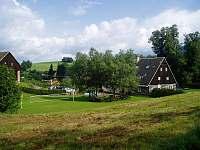 Chalupa z hřištěm a parkovištěm - Bernartice