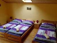 Pokoj v horním patře - 3 lůžka