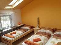Pokoj v horním patře - 4 lůžka - rekreační dům k pronájmu Svoboda nad Úpou
