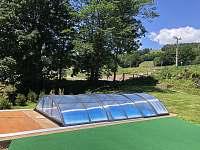 Zakrytý bazén společný i pro Chalupu 18 - ubytování Černý Důl