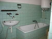 koupelna přízemí - chalupa k pronájmu Víchová nad Jizerou