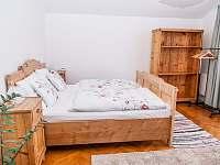 čtyřlůžkový pokoj se společnou koupelnou a záchodem - ubytování Jestřabí v Krkonoších
