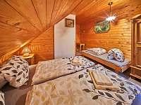 Pokoj č.6 v podkroví s vanou - třílúžkový - pronájem chalupy Rudník