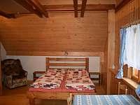 manželská postel - chalupa k pronajmutí Bělá u Staré Paky
