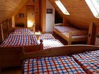 velká ložnice - chalupa k pronájmu Studenec