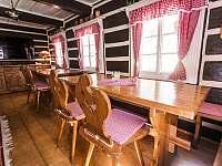 Jídelní stoly - chalupa k pronájmu Dolní Dvůr