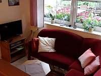 Obývací pokoj,chodba - apartmán k pronájmu Benecko - Štěpanická Lhota