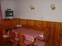 Společenská místnost - jídelna - chata k pronájmu Velká Úpa