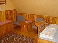 Ubytování - na pokoji jsou již nové matrace /viz.foto č. 16/ toto je staré foto - chata ubytování Velká Úpa