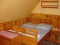 Ubytování - na pokoji jsou již nové matrace /viz.foto č. 16/ toto je staré foto - chata k pronajmutí Velká Úpa