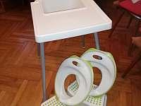 už jsme připraveni i na dětičky - nová židlička a podsedáky na wc - Velká Úpa