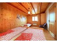Prostorná ložnice pro tři v přízemí