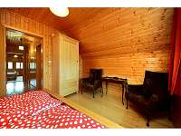 Útulná ložnice v podkroví pro dva