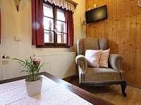 obývací pokoj - chalupa k pronájmu Horní Maršov