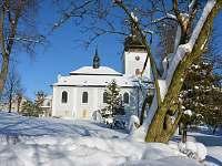 Místní kostel - chalupa k pronájmu Bozkov