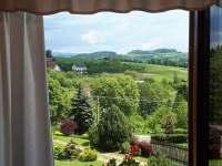 Pohled z okna do přírody - chalupa k pronájmu Bozkov