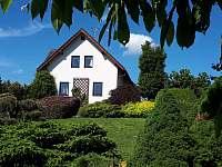 Pohled ze zahrady - chalupa k pronajmutí Bozkov
