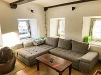 Rozkládací pohodlná sedací souprava - apartmán k pronájmu Čistá