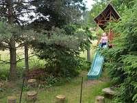 Dětské hřiště a ohniště - vejminek