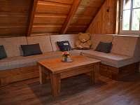 Obývací pokoj s televizí - Roubenka - pronájem chalupy Rtyně v Podkrkonoší