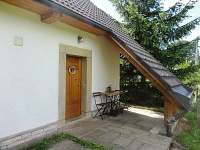Vchod a venkovní posezení - Vejminek - Rtyně v Podkrkonoší