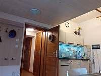 společenská místnost- kuchyňka - vila k pronajmutí Žacléř