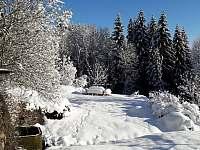 zahrada v zimě - pronájem chalupy Jablonec nad Jizerou - Blansko