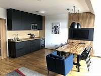 kuchyň, jídelna - apartmán k pronájmu Horní Mísečky