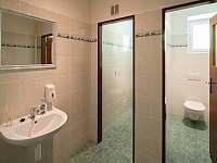 společné toalety na chodbě - pronájem chaty Janské Lázně